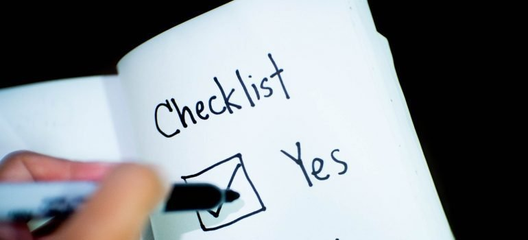 A checklist is essential part of every guide for a successful moving day