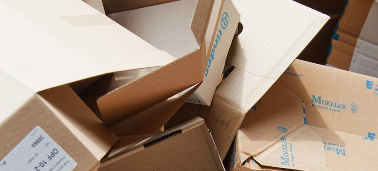 How to pack fragile items - cardboard boxes