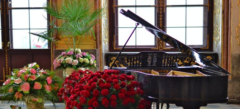 Piano in a room with flowers.