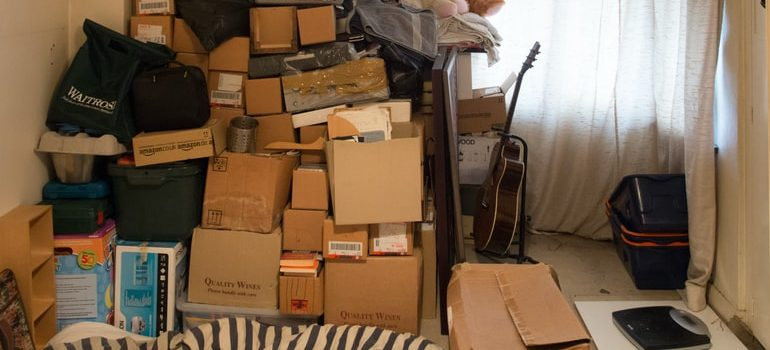 A room filled with boxes